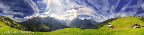 Panorama 360 ° Karwendel z chmurami foehn