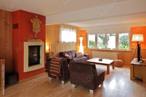 intérieur salon maison rez-de-chaussée - 158532805