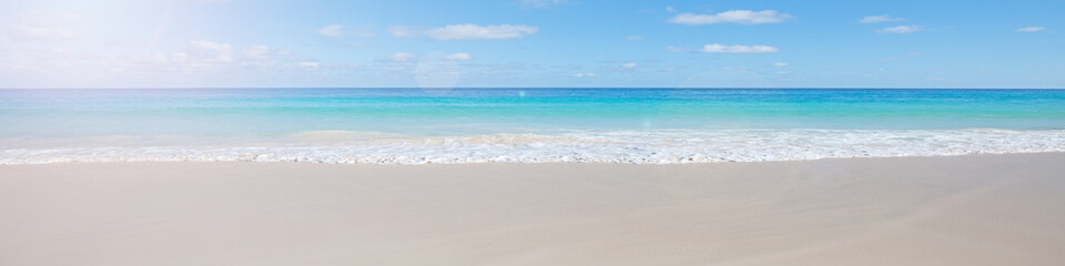 Beach background © Kurhan
