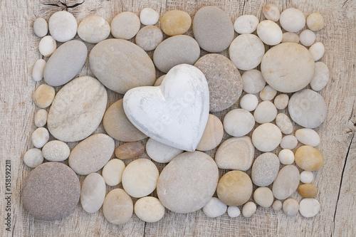 Herz auf Kieselsteinen Poster