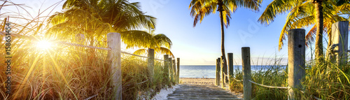 way to the beach - 158651454