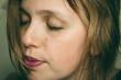 Retrato de una mujer joven muy expresiva