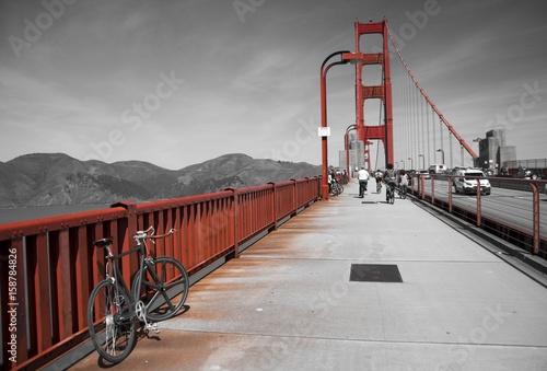 Fotobehang Fiets Bike on Golden gate bridge, San Francisco, California, USA