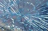 zerstörte glasscheibe - 159077200
