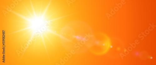 Słoneczny tło, pomarańczowe słońce z flary obiektywu