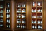 F, Burgund, Côte d'Or, Beaune, Hospiz de Beaune, Apotheke und Gerätschaften zur Medikamentenherstellung