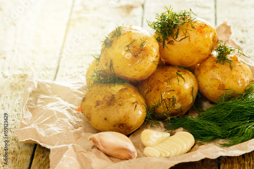 Roasted potatoes with dill and garlic