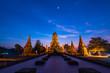 Quadro タイ・アユタヤ遺跡・ワット・チャイワッタナーラームの仏塔ライトアップ