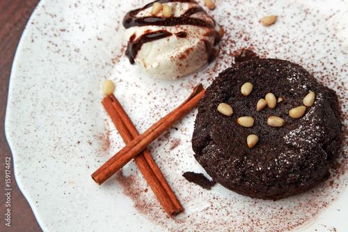 Foto Murales Шоколадный десерт с мороженым