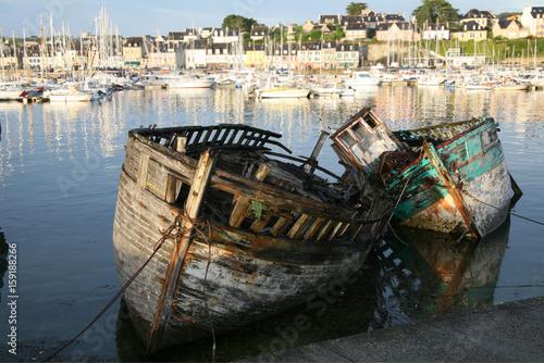 In de dag Schipbreuk antiche barche in secca