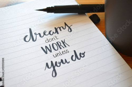 DREAMS DON'T WORK UNLESS YOU DO motivational quote written in notebook Plakat