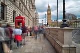 Touristen vor den roten Telefonzellen am Big Ben