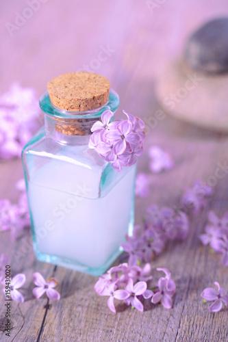 spa,crème de beauté et fleur de lilas