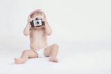 bebé con cámara de fotos - 159437468