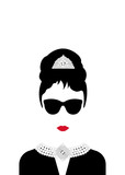 portrait retrò woman, diva with Pearl jewelry and black glasses , minimal Audrey vector illustration - 159645647