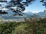 Inntal in Tirol mit Berglandschaft und Innsbruck