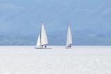 Segelboote auf dem Chiemsee bei Seebruck, Deutschland - 159705842