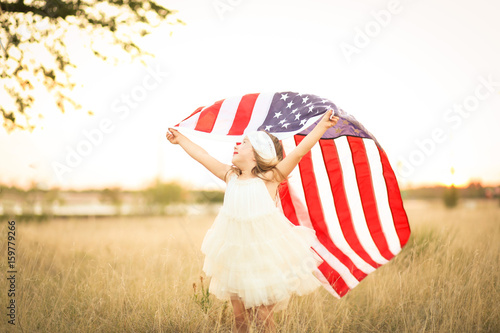 Poster Adorable patriotic girl with american flag