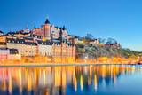 Pejzaż miasta Sztokholm w nocy w Szwecji