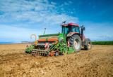 agriculteur au travail - 160204476