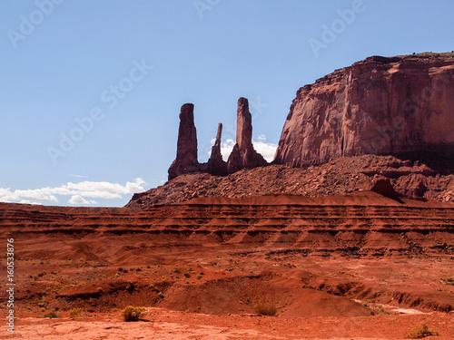 Foto op Canvas Baksteen Three Sisters Monument Valley, Utah/Arizona, USA