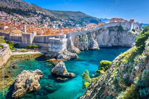 Krajobraz Dubrownika. / Widok z lotu ptaka przy sławnym europejskim miejscem przeznaczenia w Chorwacja, Dubrovnik stary miasteczko.
