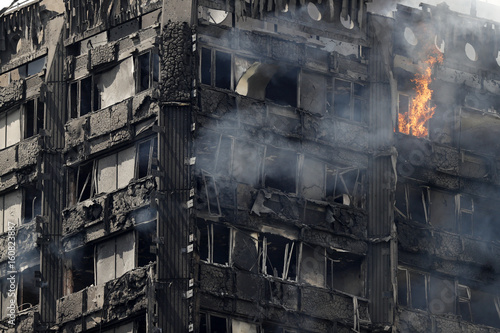 Foto op Canvas Londen Grenfell Tower fire, London