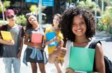 Fototapety Afrikanische Frau hat Sprachkurs bestanden