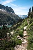 Wanderweg im Hochgebirge - 160909236