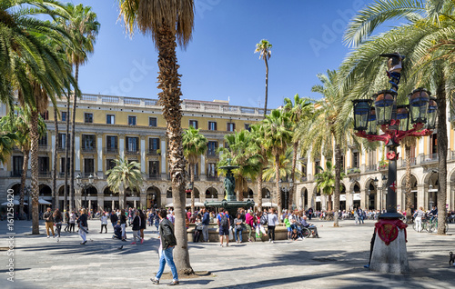 Fotobehang Barcelona Square Plaza Real in barcelona