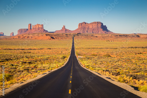 Zdjęcia na płótnie, fototapety na wymiar, obrazy na ścianę : Monument Valley with U.S. Highway 163 at sunset, Utah, USA
