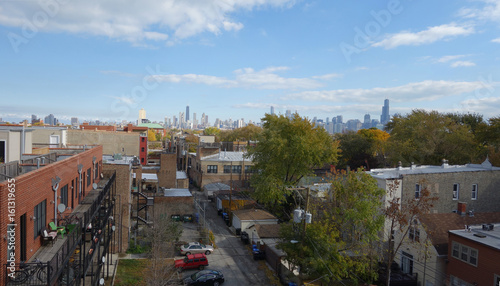 Staande foto Chicago Chicago skyline from suburban neighborhood