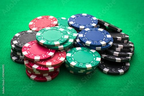 Casino chip and card плакат