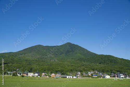 筑波山 青空と緑 春の風景