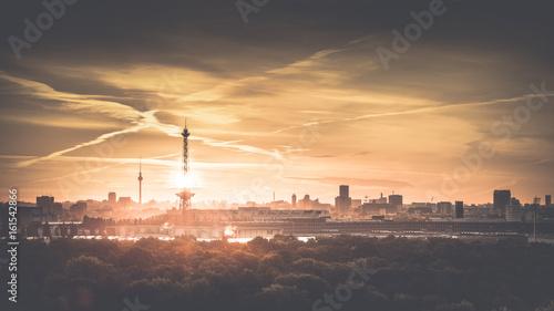 Leinwanddruck Bild Berlin am Morgen zum Sonnenaufgang