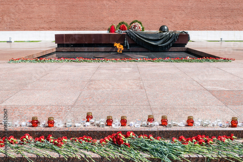 Poster MOSCOW, RUSSIA - JUNE 20, 2017: Carnation flowers and candles at The Unknown Soldier Memorial in the Alexander Garden by Kremlin wall