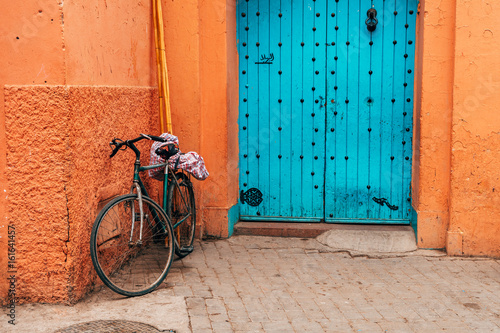 Fotobehang Fiets bike standing at marrakech medina wall, morocco