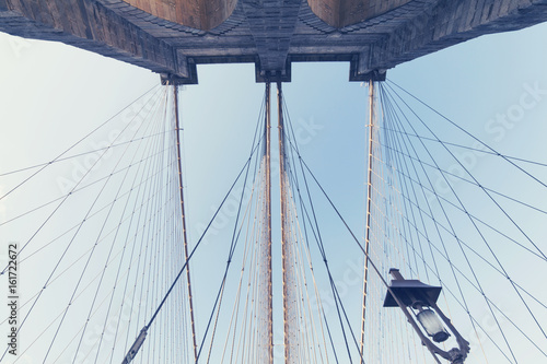 Tuinposter Brooklyn Bridge Brooklyn Bridge: symmetrical view of suspension wires and tower