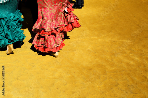 Trajes de flamenca en la feria de Abril/In the April fair Flamenco dresses. Sevilla