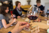 dégustation vin rouge - 161814012