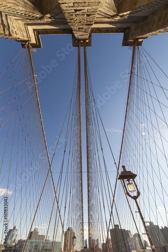 Papiers peints Brooklyn Bridge Brooklyn Bridge: symmetrical view of overhead steel cables w/ lamp post in lower-right