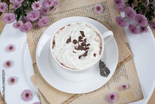 Foto op Canvas Chocolade Heiße Schokolade mit Sahne und Schokostreusel