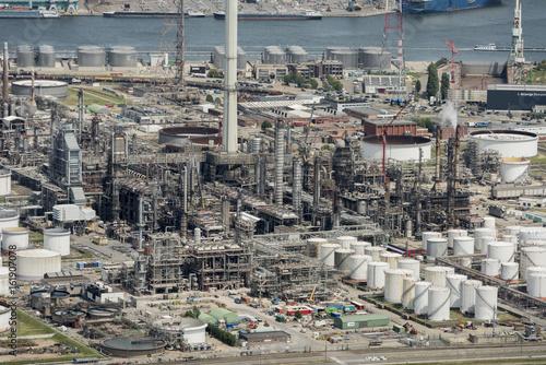 In de dag Antwerpen Aerial image of Total Olefins Antwerp and Esso Belgium Oil refineries at the Port of Antwerp
