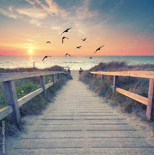 romantischer Abend am Strand - 161942870