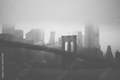 Brooklyn Bridge & NYC skyline in black and white style - 162007284