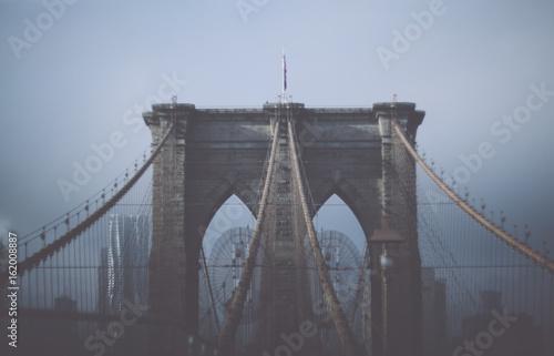 fototapeta na ścianę Foggy cloudy rainy day on Brooklyn Bridge. NYC