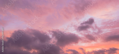 Aluminium A dramatic sunset cloud formation with vibrant colors across the sky at summer time in Houston, Texas, America. Nature in twilight period, beautiful landscape background. Panorama style.