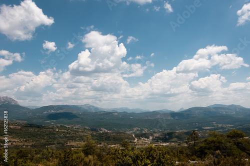 Bergpanorama mit Wolken 2