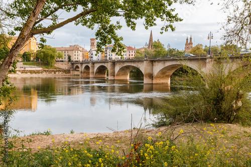 Puente sobre el Camino Santiago en Logroño (La Rioja)