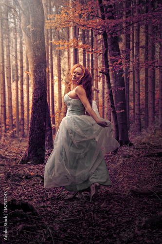 Lady im Wald 2 Poster